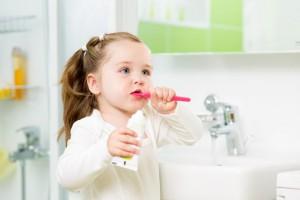Как приучить чистить зубы ребенка?