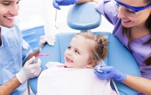 Как лечить ребенку зубы, если он боится?
